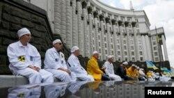 La un recent protest al sindicatelor lucrătorilor din energia nucleară în fața sediului guvernului de la Kiev