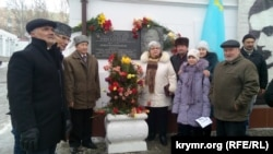 Возле бывшей тюрьмы, где произошло убийство лидера крымских татар