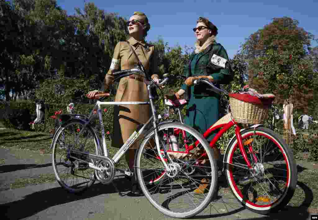 Participants in the Retro Cruise or Tweed Run in Kyiv, Ukraine. Riders dress in tweed jackets, trousers, and wool golf socks and ride on vintage bikes. (epa/Roman Pilipey)