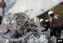 Последствия российской воздушной атаки в провинции Идлиб в 2016 году