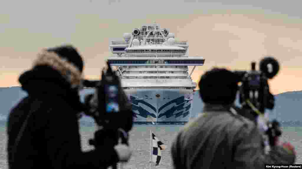 МИД: «После завершения карантина будет организовано дополнительное обследование, после чего будет приниматься решение о том, чтобы пассажиры покинули лайнер»