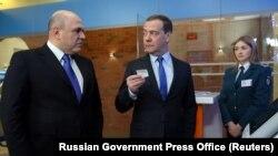 Premierul desemnat al Federației Ruse Mihail Mișustin și fostul premier Dmitri Medvedev.