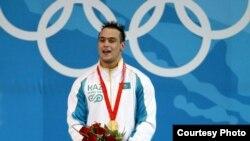 Илья Ильин, казахстанский тяжелоатлет, чемпион Олимпийских игр в Пекине 2008 года.