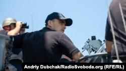 Командир корабля, капітан третього рангу Віталій Кубарич на ходовому містку