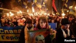 Бандераның 150 жылдығын атап өтуші киевтік белсенділер.