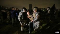 """Задержания перед торговым центром """"Бирюза"""" в Бирюлеве"""