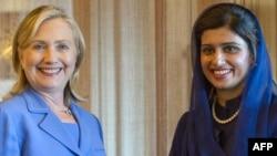 Американскиот државен секретар Хилари Клинтон и министерката за надворешни работи на Пакистан Хина Рабани Кар