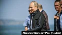 Как Путин мост открывал