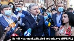 Петро Порошенко перед допитом в ДБР, Київ, 10 червня 2020 року