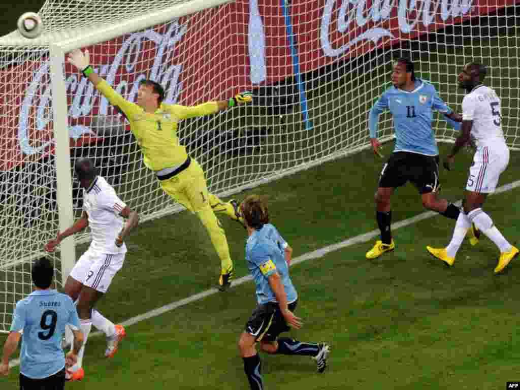 صحنه ای از دیدار اول اروگوئه با فرانسه.