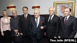 Josip Muselinović (drugi s desna) sa zvaničnicima na promociji knjige.
