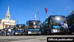 Автобусы китайского производства Hengtong, закупленные в мае 2017 года частной компанией для маршрута №35. Иллюстративное фото.