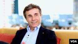 В своем выступлении Бидзина Иванишвили отметил незыблемость взятого грузинским правительством курса Евроатлантической интеграции, который является приоритетом внешней политики страны