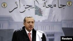 Premierul Tayyip Erdogan vorbind al universitatea din Alger, 5 iunie 2013
