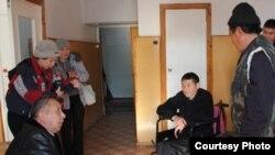 Министр Кубатбек Боронов Акпарали уулу Жусупбек менен сүйлөшүүдө