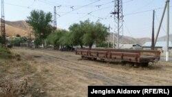 Тажикстандын Кыргызстанда калып калган объектилеринин арасында Сүлүктүдөгү темир жолдун бир бөлүгү жана бул шаардагы базасы да бар.