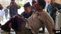 Полицейский и раненый мужчина в Киркуке, 16 августа 2012