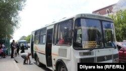 Остановка общественного транспорта в Туркестане. 2 июня 2018 года.