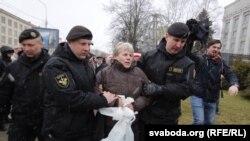 """Полиция задерживает участников акции """"День воли"""". Минск, 25 марта 2017 года."""