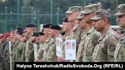 Rapid Trident-2018 әскери жаттығуына қатысып жатқан әскерилер. Львов облысы, Украина, 3 қыркүйек 2018