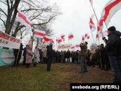 Па традыцыі наведваньне месцаў Слуцкага збройнага чыну пачынаецца з Грозава