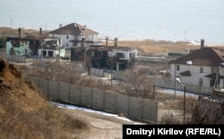 То, что осталось от элитного приморского поселка на окраине села Бердянское на линии фронта под Мариуполем