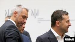 Президент Володимир Зеленський (п) та генпрокурор Руслан Рябошапка