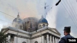 25 августа 2006 года Сято-Троицкий собор был охвачен пламенем