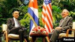 Президент Кубы Рауль Кастро и предыдущий президент США Барак Обама во время встречи в Гаване в марте 2016 года.