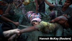 Bagladeşe bosup çykýan rohingya musulmanlary, Mýananyň Bangladeş bilen serhedi (Cox's Bazar), 1-nji noýabr, 2017.