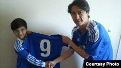 Chelsea футбол клубының жас ойыншысы Дариус пен әкесі Азиз Нуритов.