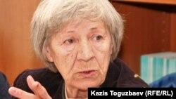 Нинель Фокина, Алматы Хельсинкий комитетінің төрайымы. Алматы, 17 қараша 2010 жыл.