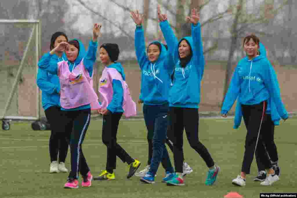Матчи проходили на поле «Центра футбола» в Бишкеке.