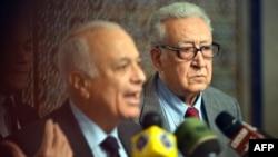 Набіль аль-Арабі (л) і Лахдар Брагімі (п), архівне фото