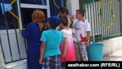 Türkmenistan 'mugt' we gyt suwy tygşytlamaga çalyşýar