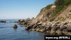 «Запрещенные» пляжи и канализация в море: лето в Форосе (фотогалерея)