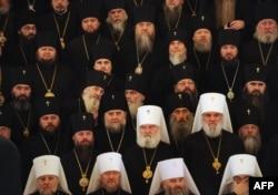 Священники Русской православной церкви в Кремле. Февраль 2011 года.