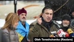 Михаил Саакашвили тарапкерлерине кайрылууда. Киев, 6-декабрь, 2017-жыл.