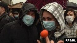 Орусиянын Калининград шаарындагы Советтер Үйү аянтында жаштар нааразылык жыйынын флэш-моб усулунда өткөрүштү. 2010-жылдын 20-марты.
