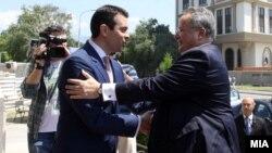 Архивска фотографија - Средба на министрите за надворешни работи на Македонија и Грција, Никола Попоски и Никос Коѕијас, 24 јуни, 2016.
