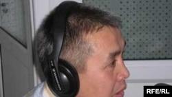 """Кыргызстан ислам университетинин ректору Абдышүкүр-ажы Нарматов """"Азаттыктын"""" студиясында."""