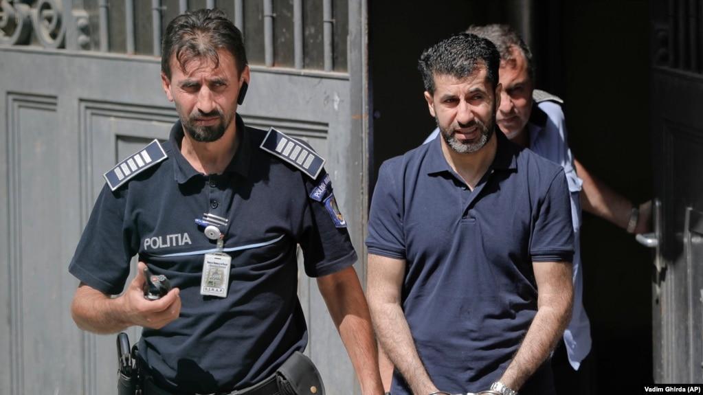 رشید توان (راست) تابستان گذشته در پی صدور حکم جلب بینالمللی او به دست آمریکا در کشور رومانی دستگیر شده بود.
