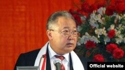 """Президент К.Бакиев """"Ак жол"""" партиясынын III курултайында сөз сүйлөөдө.29-апрель, 2008-жыл"""