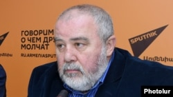 Հայաստանի պետական կամերային երգչախումբի գեղարվեստական ղեկավար և գլխավոր դիրիժոր Ռոբերտ Մլքեյան