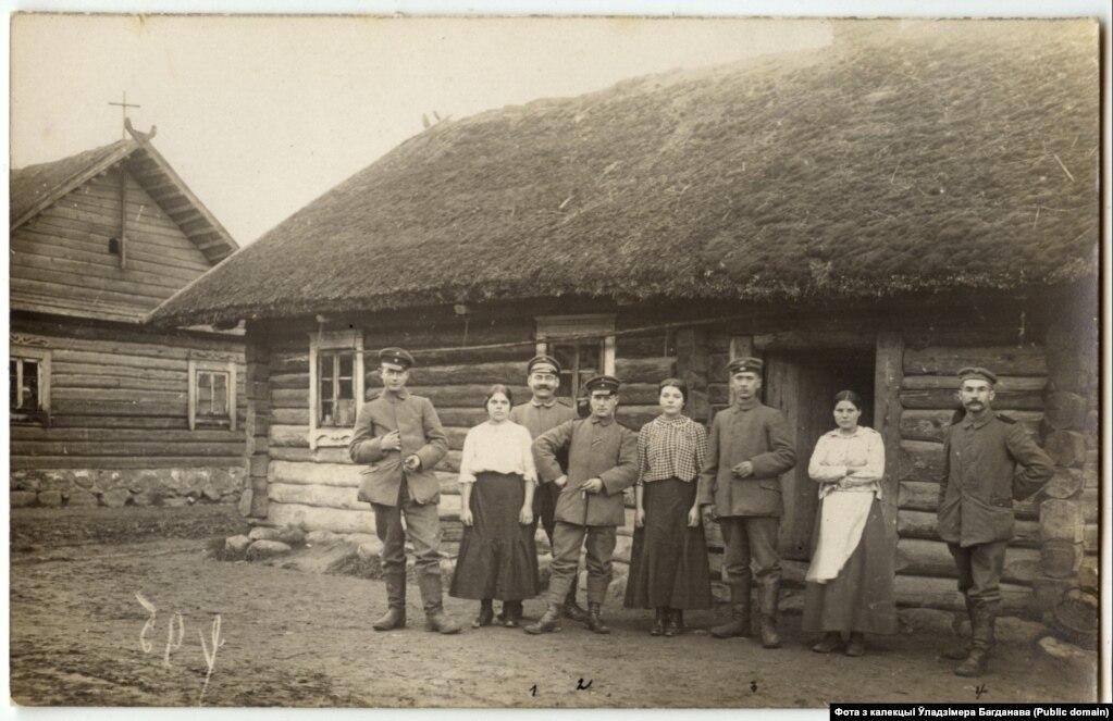Нямецкія салдаты і дзяўчаты з Васюкоў на Смаргоншчыне