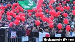 Thousands of Yekaterinburg residents rallied in protest at the abolition of mayoral elections.