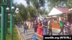 Народные гулянья, посвященные независимости Узбекистана.