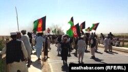 Owganystanda protest geçirýän etniki türkmenler.