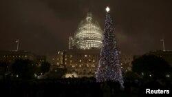 Рождественская елка перед Капитолием в Вашингтоне