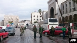 Forcat e sigurisë, në afërsi të Pallatit të Drejtësisë, ku ndodhi sulmi me bombë